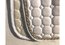 Equiline underlag, spring, full, hvid m. guld pipes